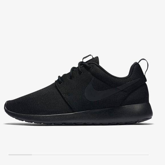 01a419c79340 All Black Nike Roshes. M 5a9370a0daa8f66e9c301d91